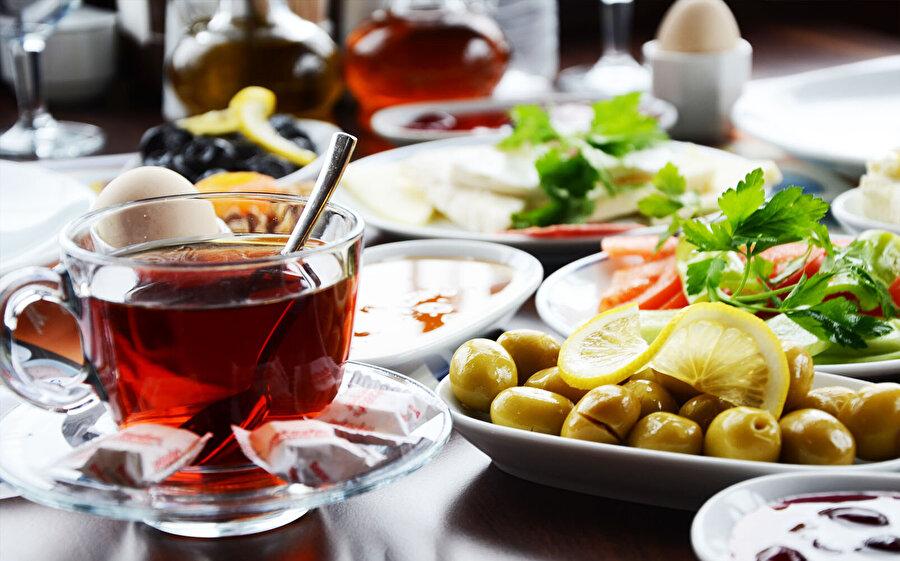 Bayramda ağır yiyecekler içeren kahvaltıdan kaçının.
