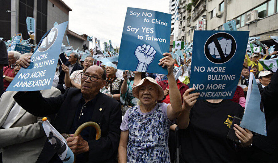 Tayvan'daki Çinlilerin büyük çoğunluğu bağımsızlık için zaman zaman protesto gösterisi düzenliyor.