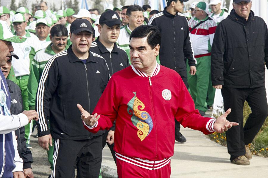 12 yıldır Türkmenistan'ı yöneten Berdimuhammedov, spora ve müziğe de çok düşkün.