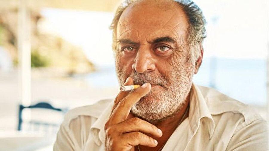 Yunanistan'da erkeklerin yüzde 50'sinden fazlası sigara içiyor.