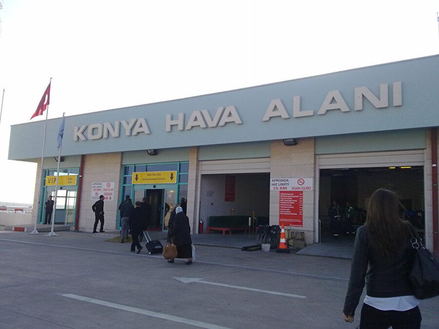 Konya Havalimanı'nın girişi.