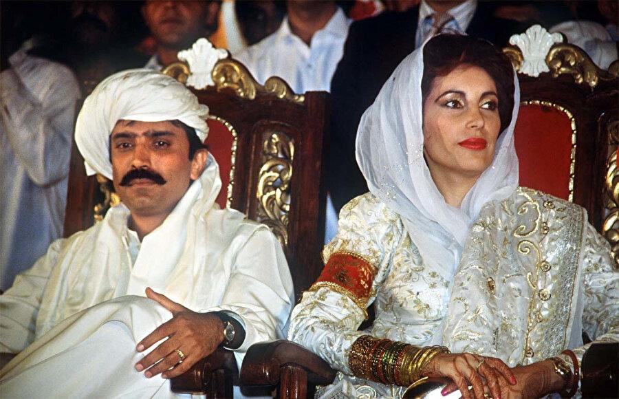 Zerdari, 2007'de suikasta kurban giden Pakistan eski Başbakanı Benazir Butto'nun kocası.