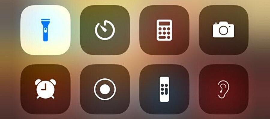 Apple'ın Kontrol Merkezi paneli üzerinde birçok farklı seçenek yer alıyor. Bunlardan biri de el feneri. El fenerini aktif / pasif olarak ayarlarken simgeye dikkatli bakın.