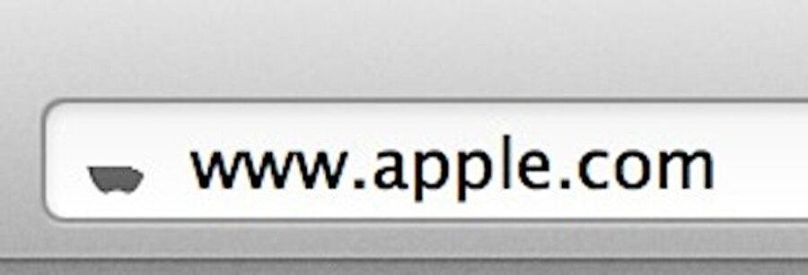 Apple favicon'unun Steve Jobs ölüm yıl dönümünde yarıya inmesi.