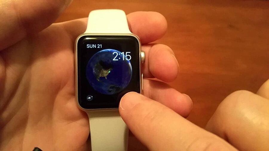Apple Watch'ta Güneş sistemini ve gezegenleri gösteren bir harita var.
