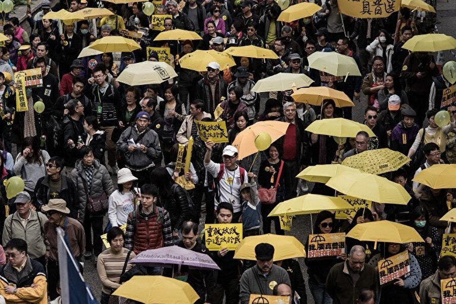 Protestolar sırasında sarı şemsiyeler Hong Kong'da demokrasi hareketinin simgesi olmuştu.