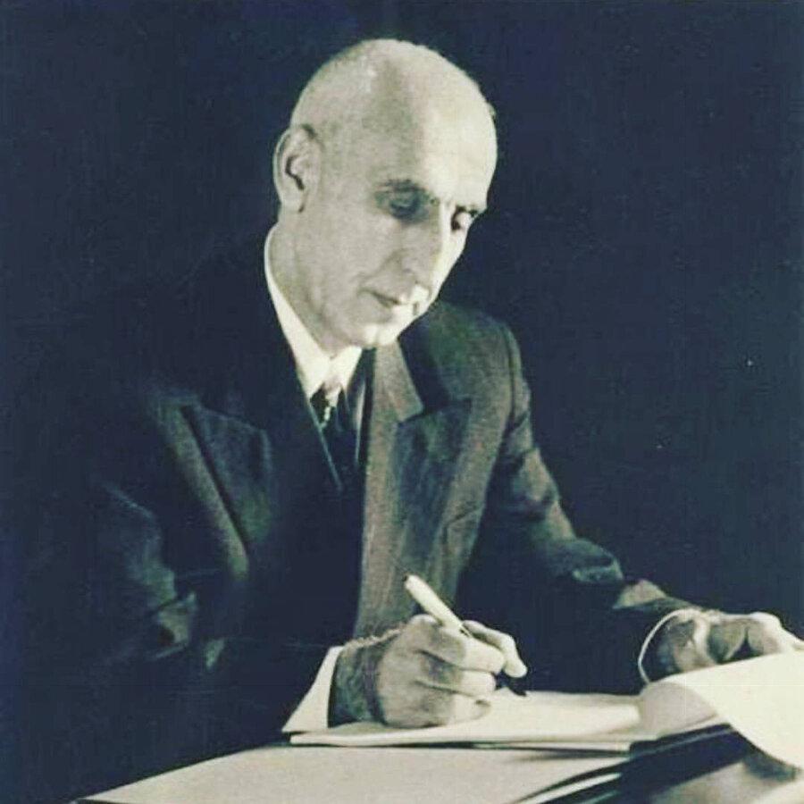 Musaddık'ın başbakan seçildiği 1951 yılından bir fotoğrafı.