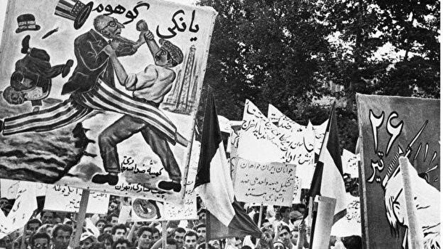 Tudeh partisinin 1953 yılında düzenlediği bir eylemden.