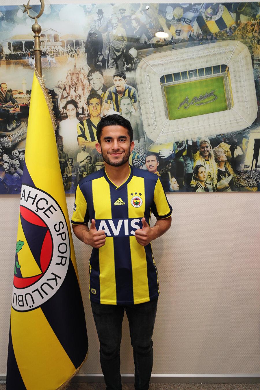 Murat Sağlam, Fenerbahçe formasıyla ilk pozunu böyle verdi.