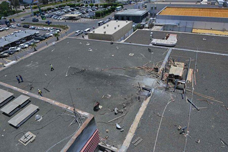 Husiler tarafından hedef alınan Uluslararası Abha Havalimanı'nda saldırı sonrası meydana gelen hasar.
