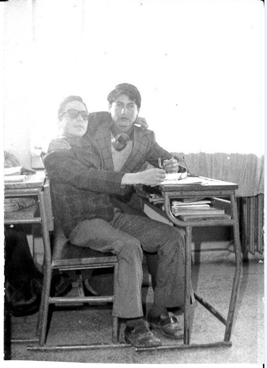 Nurullah Genç, imam hatip öğrenciliği boyunca yaptığı ayakkabı boyacılığı ve paralı ödev günlerini anlattı.