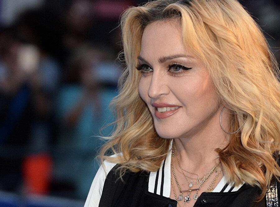 Madonna, kitleleri etkileyen ve dünya çağında bir üne sahip olan sanatçılardan birisi. Şarkıcı, yaptığı her müzikle gündeme oturmayı başardı