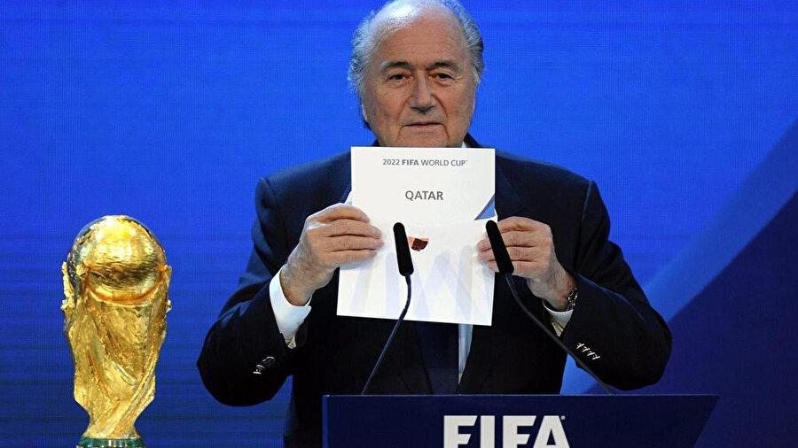 Sepp Blatter'in Dünya Kupası'nı Katar'ın düzenleyeceğini açıkladığı an.