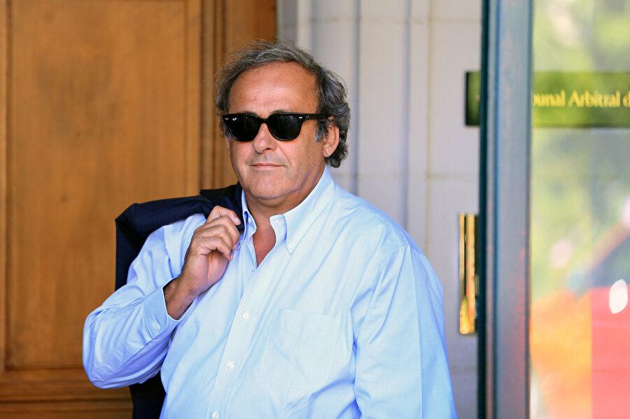 Michel Platini, CAS'taki duruşmadan çıkıyor.