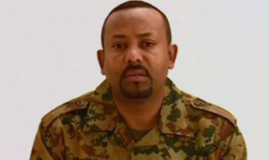 Başbakan Abiy Ahmed, açıklamayı askeri kıyafetle yaptı.