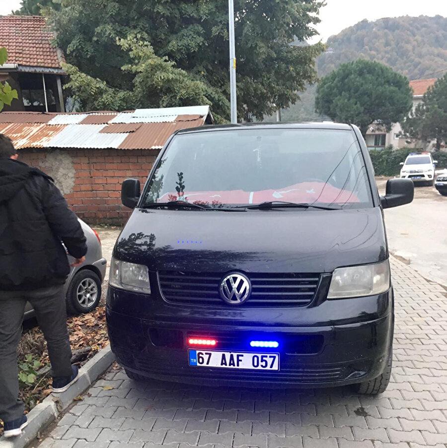 Zonguldak'ta minibüsünde 'çakar' diye adlandırılan ışık donanımı bulunduran sürücü ve araç sahibine toplam 2 bin 4 lira para cezası kesilmişti.
