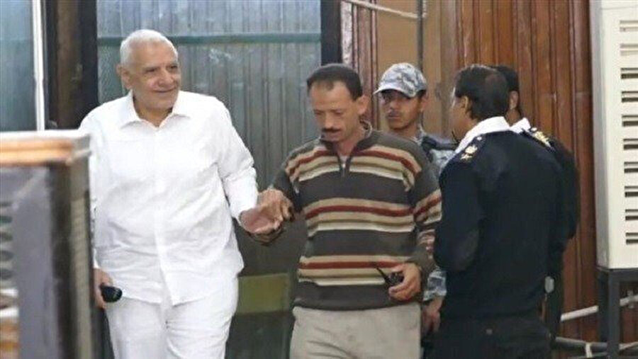 Abdulmunim Ebulfutuh'un (beyaz giyimli) cezaevine girdikten sonra geçirdiği değişim.