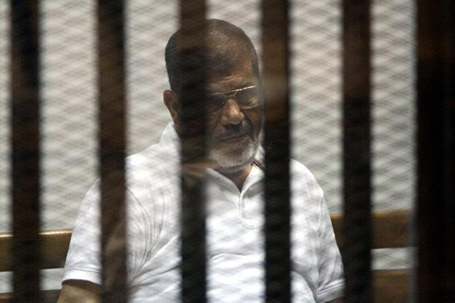 Sağlık durumunun gittikçe kötüye gittiğini her fırsatta dile getiren Mısır'ın demokratik yöntemlerle seçilmiş ilk Cumhurbaşkanı Muhammed Mursi'nin tedavi talepleri yerine getirilmedi.