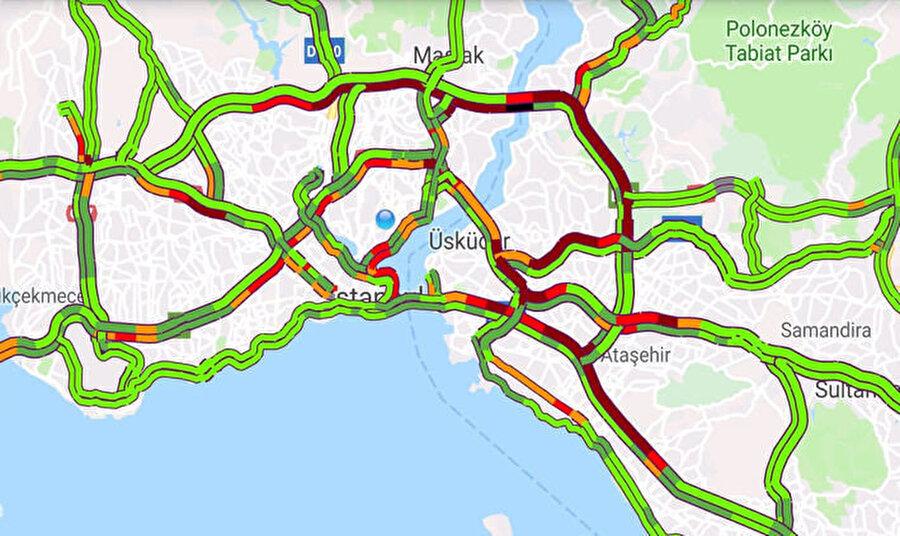 Öğle saatlerinde Fatih Sultan Mehmet Köprüsü'nde yoğunluk yaşanırken, 15 Temmuz Köprüsü ve Avrasya Tüneli akıcı.