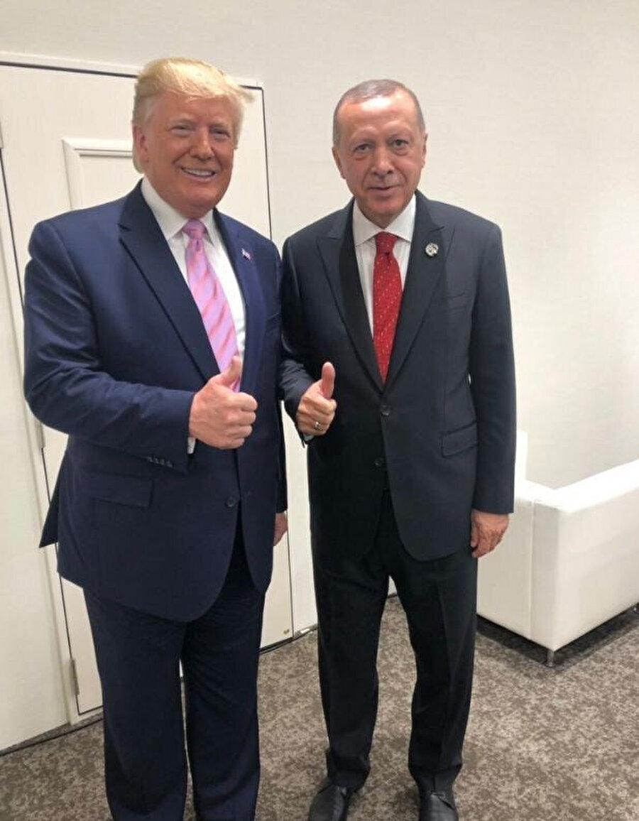 ABD Başkanı Donald Trump ve Cumhurbaşkanı Recep Tayyip Erdoğan G-20 zirvesinde objektiflere poz verirken.