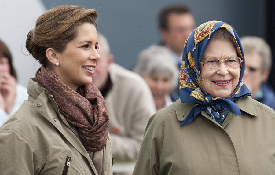 Prenses Haya ve İngiltere Kraliçesi Elizabeth.