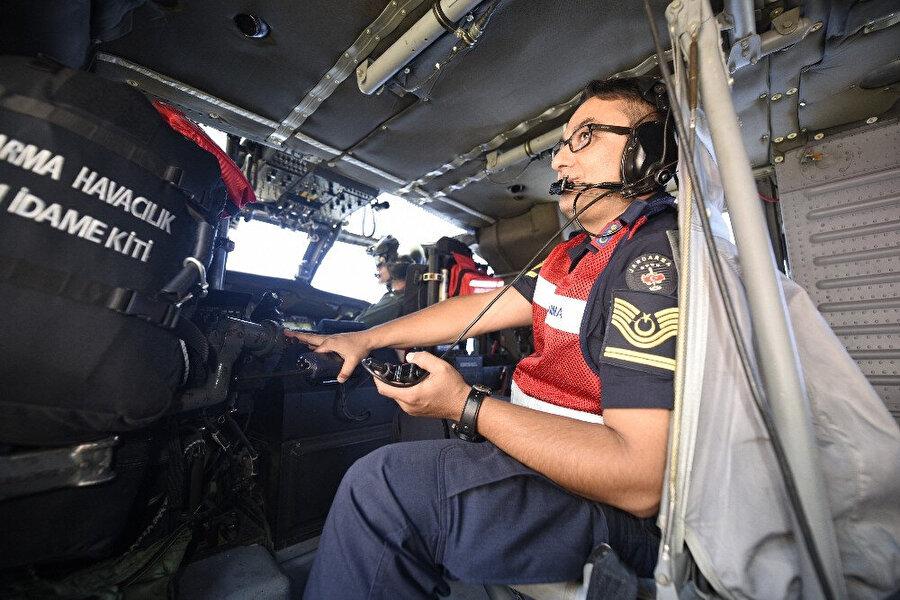 Kastamonu'da jandarma ve polis ekiplerince helikopter destekli trafik denetimi yaptı.