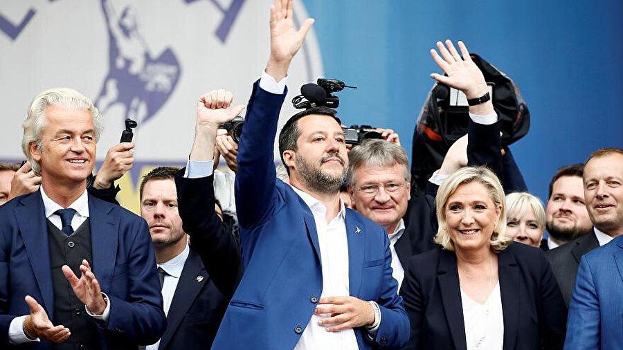 Avrupa Parlamentosu (AP) çatısı altında 2015 yılında kurulan ilk aşırı sağcı grup 'Uluslar ve Özgürlükler Avrupası' isim değiştirdi. (soldan, sağa Wilders, Salvini, Le Pen)