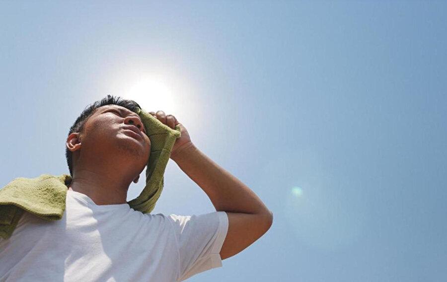 Sıcakların aşırı olduğu saatlerde dışarı çıkmak tehlikeli olabiliyor