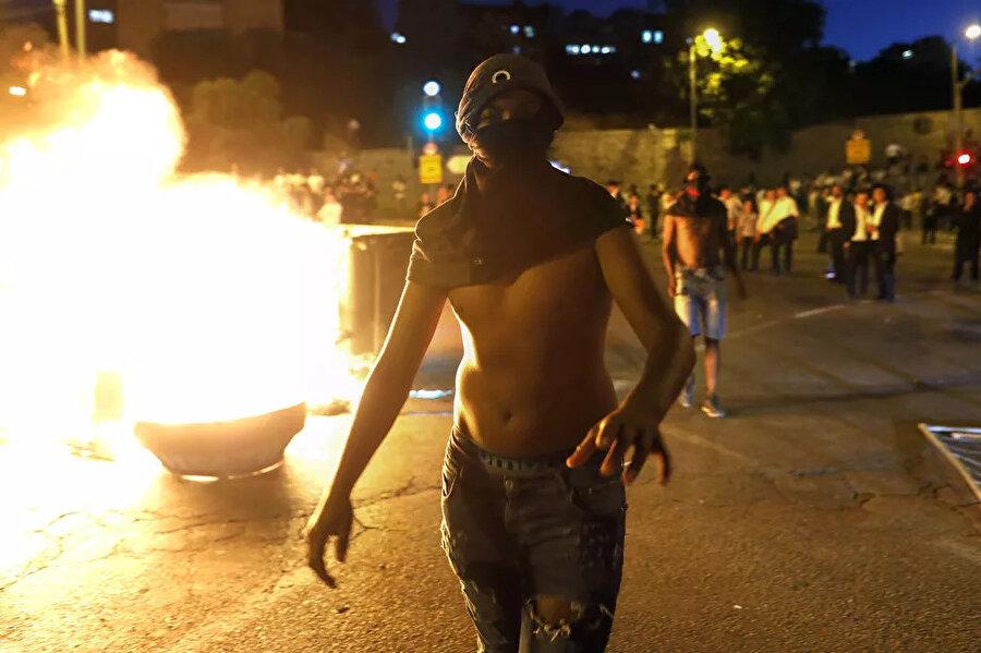Etiyopya asılı Yahudilerin dün akşam düzenlediği gösterilerden bir kare.