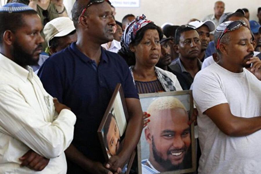 Solomon Tekah'ın ailesi, oğullarını öldüren o gün görevli olmayan polisin orantısız güç kullandığını belirtti.