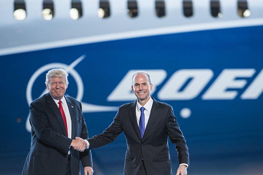 Boeing Üst Yöneticisi (CEO) Dennis Muilenburg ve ABD Başkanı Donald Trump bir arada