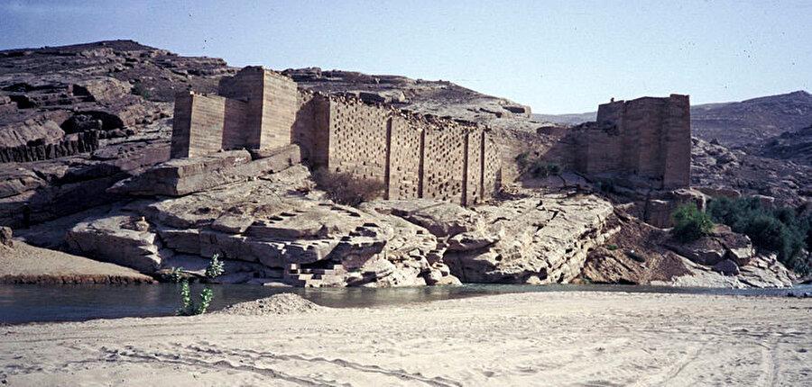 Seddi Marib'den (Antik Marib Barajı) günümüze kalanlar.