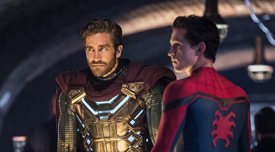 Filmde Tom Holland'a Jake Gyllenhaal eşlik etti.