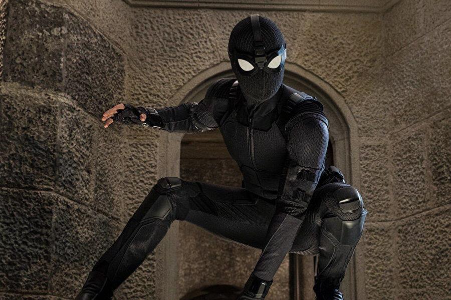 Spiderman: Evden Uzakta filmi vizyona girdikten hemen sonra korsan çekimleri internete düştü.