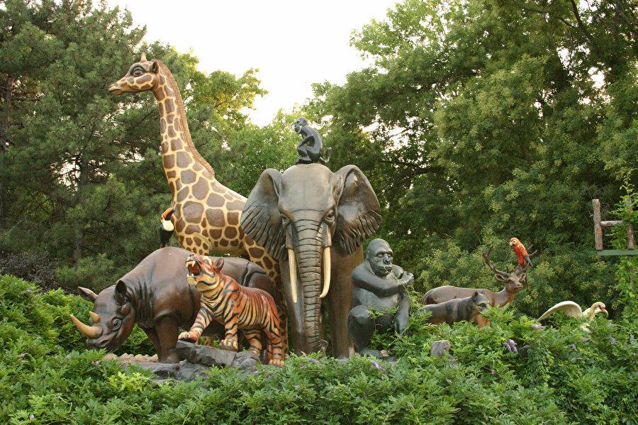 Hayvanat bahçeleri tartışma konusu haline geldi