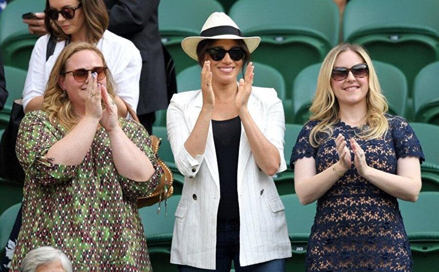 Meghan Markle ve arkadaşları ünlü tenisçi Serena Williams'ın maçını izlemeye gitti