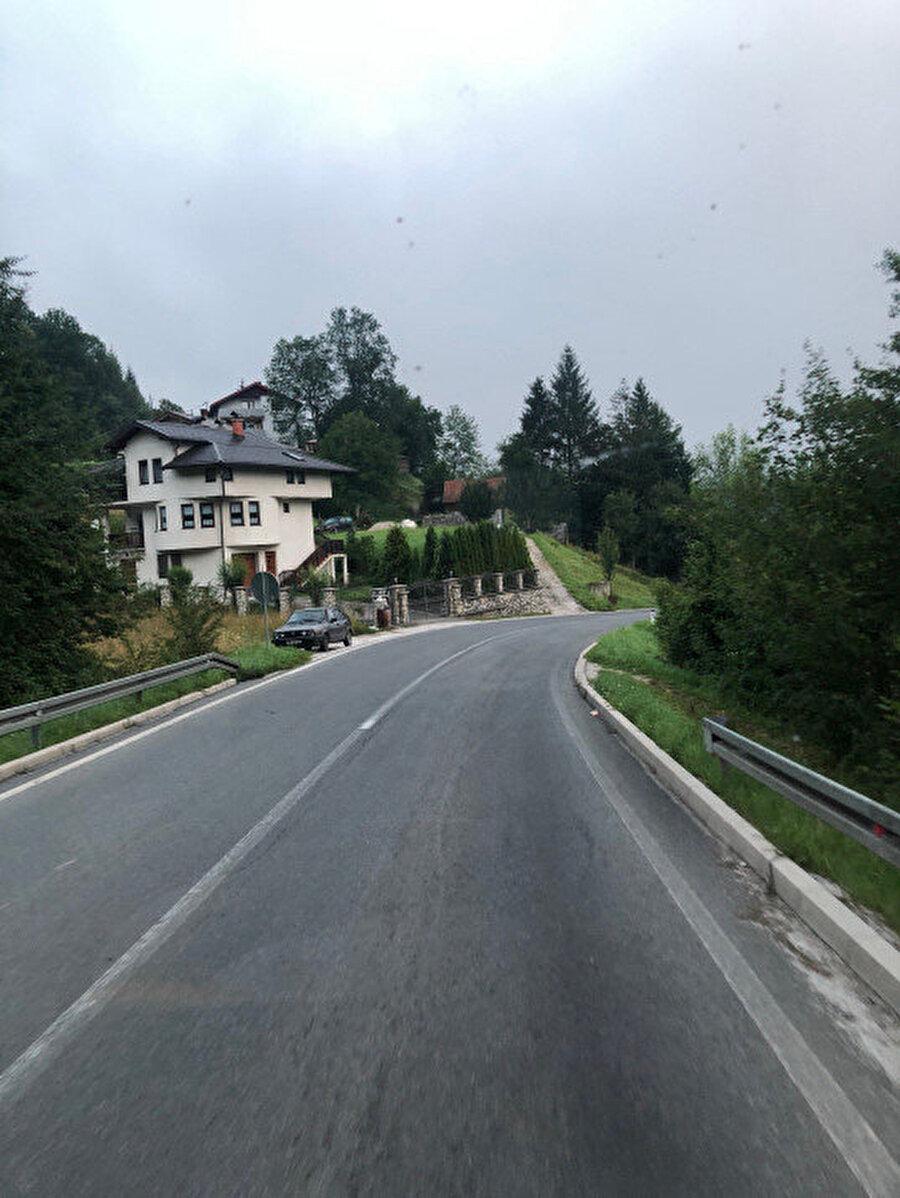 Bosna'nın yemyeşil yolları.