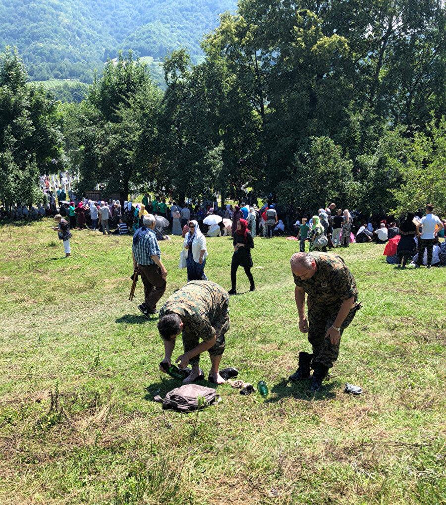 Abdest alan Bosnalı askerler.