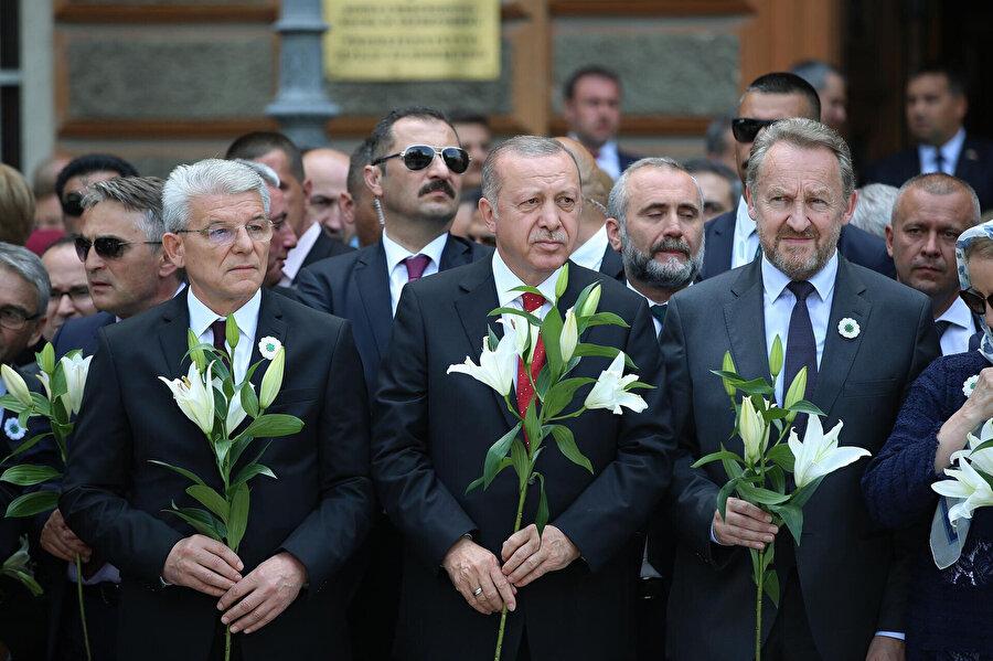 Cumhurbaşkanı, geçtiğimiz günlerde de Bosna Hersek'e bir ziyaret gerçekleştirerek soykırımı anmıştı.