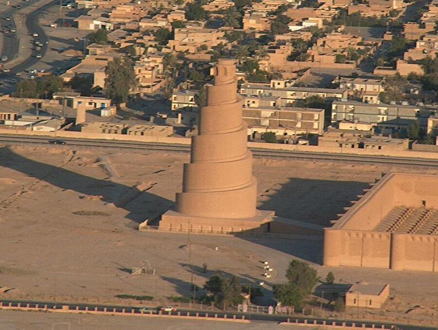 Samarra Ulu Camisi veya Mütevekkiliye Camisi, Irak'ın Samarra şehrinde Abbasi halifesi Mütevekkil tarafından 848 ile 852 seneleri arasında yaptırılmıştır.