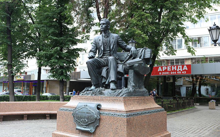 2011 yılında şairin 125. yıldönümü anısına dikilen heykel.