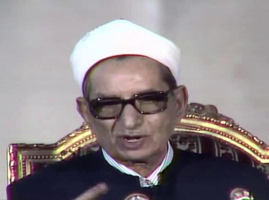 Önceleri İhvân saflarında yer alan Şeyh Ahmed Hasan Bâkûrî, bilahare Abdunnâsır rejiminin en güvendiği din adamlarından biri haline geldi.