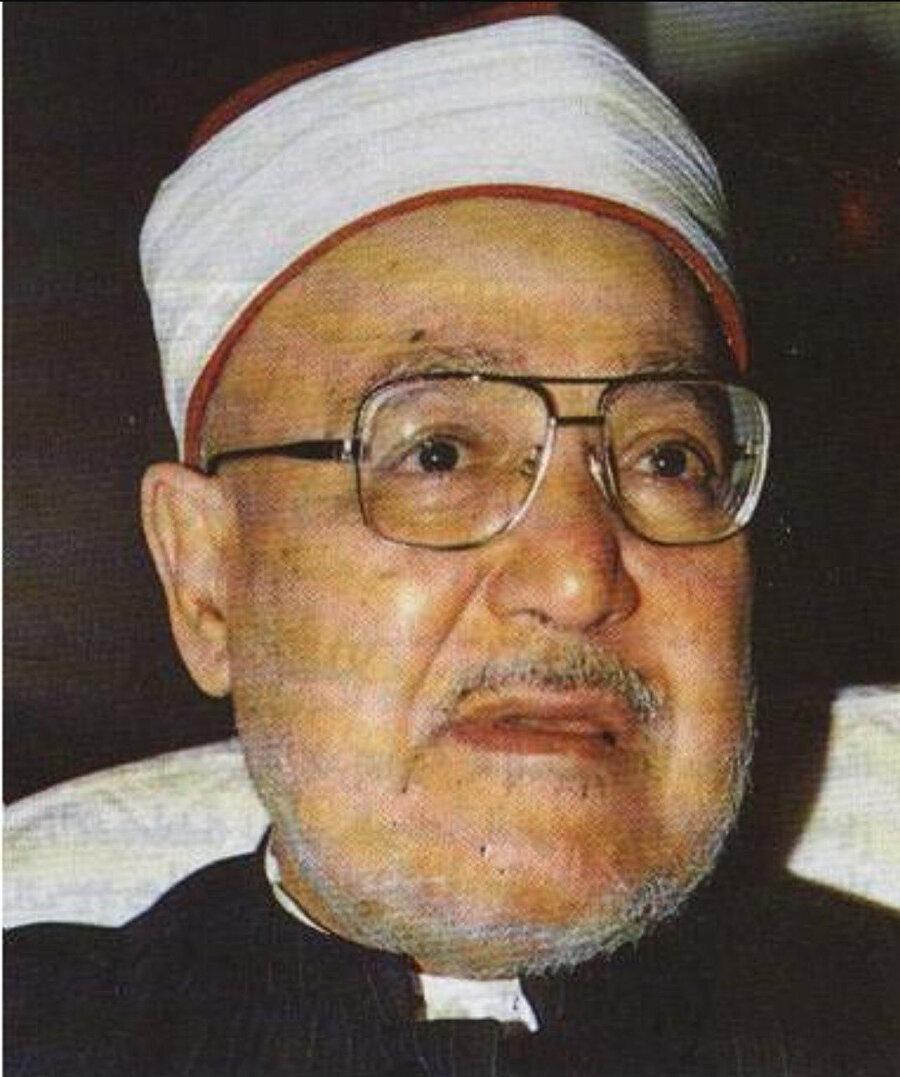 Şeyh Muhammed Gazâlî, devletle ve orduyla çok yakınlaşıldığı gerekçesiyle, Hasan Hudaybî'ye karşı çıkan isimlerdendi.