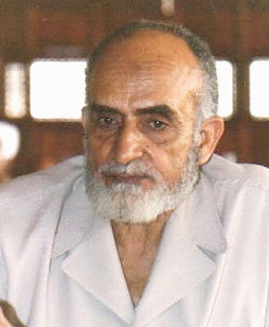 Mustafa Meşhûr, kendisinden önceki genel mürşid Muhammed Hâmid Ebu'n-Nasr'ın rahatsızlığı nedeniyle, İhvân'ı uzun süre perde arkasından yöneten isimdi.