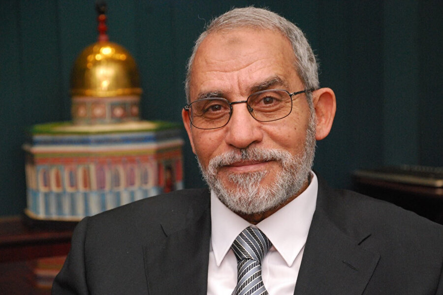 İhvân'ın sekizinci ve sonuncu mürşidi Muhammed Bedî, akademik kariyer de yapmış bir veteriner.