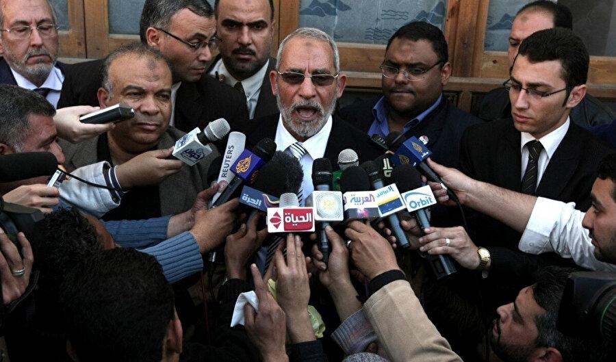 Arap Baharı'yla birlikte mikrofonlar sık sık Muhammed Bedî ve arkadaşlarına uzatıldı.