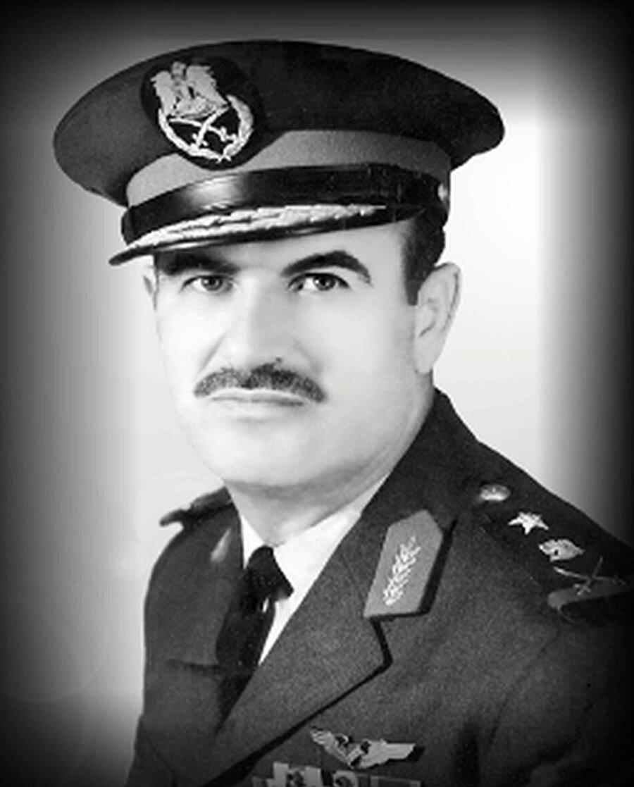 Hâfız Esed'in savunma bakanlığı yıllarından bir fotoğrafı.