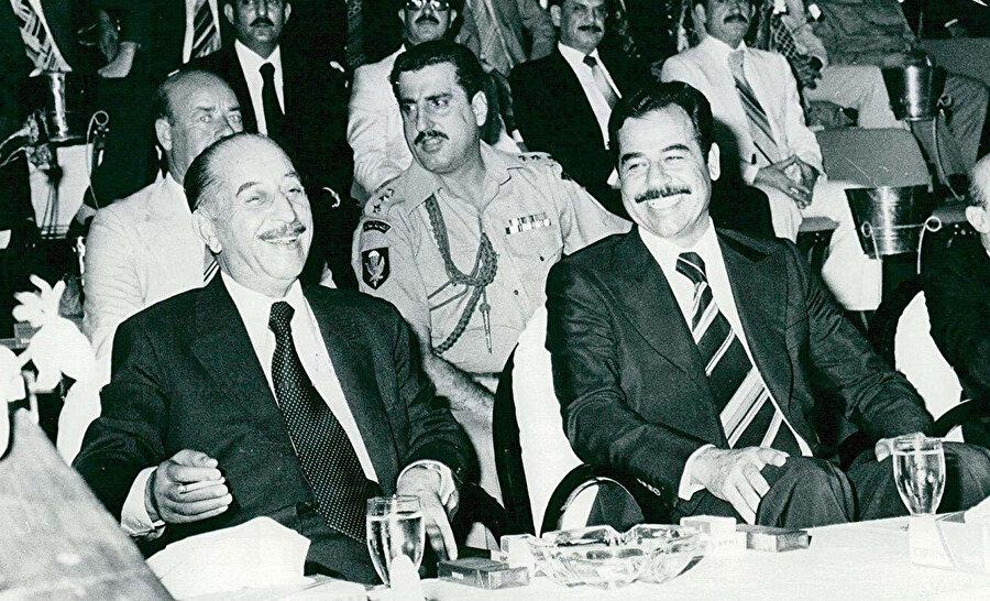 Irak Devlet Başkanı Ahmed Hasan el Bekr (solda) ve kuzeni Saddam Hüseyin, 1979'dan önceki uyumlu dönemlerinde...