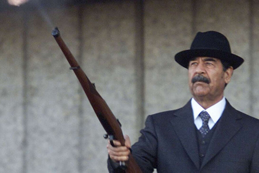 Saddam, 1979'da kuzeni Ahmed Hasan el Bekr'i istifaya zorlayarak Irak'ta yönetime el koydu.