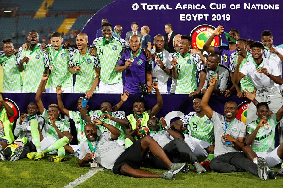 Nijerya kafilesinin üçüncülük pozu.